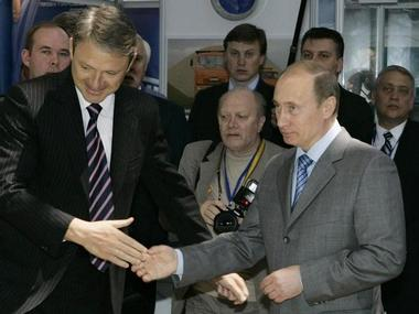 "Russia's Prime Minister Vladimir Putin (R) and Governor of the Krasnodar region Alexander Tkachev (L) shake hands at the opening of the ""Transport of Russia"" exhibition, at the Black Sea resort of Sochi May 20, 2008. REUTERS/Dmitry Lovetsky/Pool (RUSSIA)"