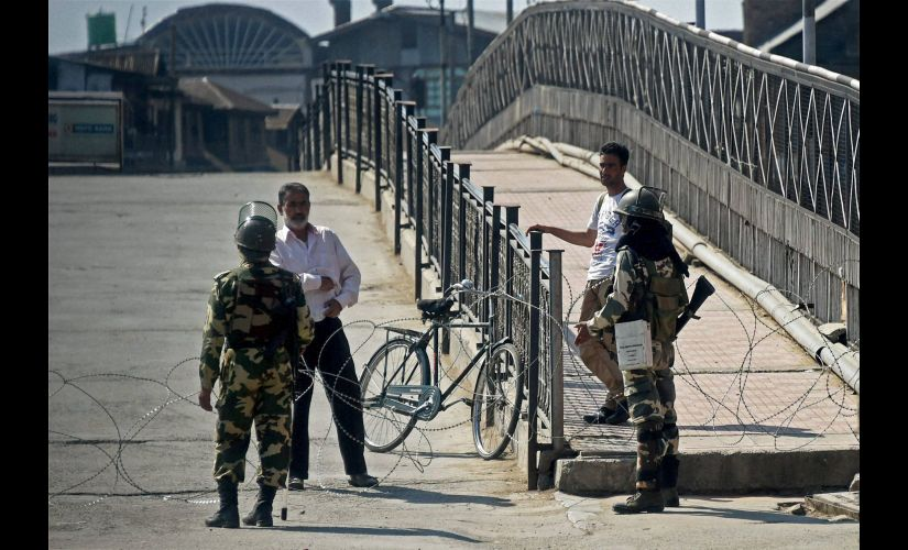 Srinagar: Security jawans stop people to enter Lal Chowk area where movement of people was restricted by authorities to foil sepratists march in Srinagar on Monday. PTI Photo by S Irfan(PTI9_19_2016_000191B) *** Local Caption ***