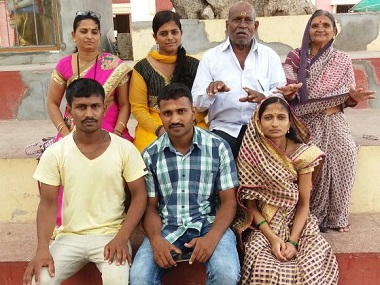 Chandu Babulal Chavan with his family. Image courtesy: Bhushan Chavan