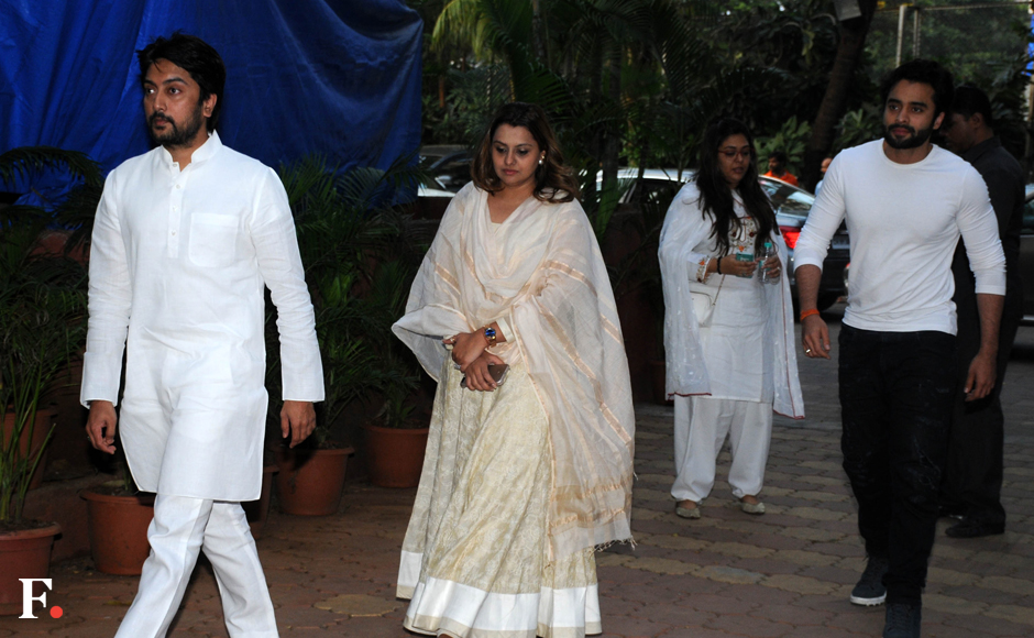 Dheeraj-Deshmukh-with-wife-and-Jackie-Bhagnani