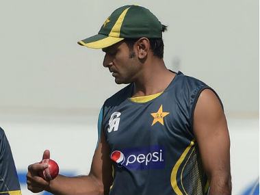 Mohammad Hafeez should give up bowling after ICC's suspension and focus only on batting, advises Pakistan legend Wasim Akram