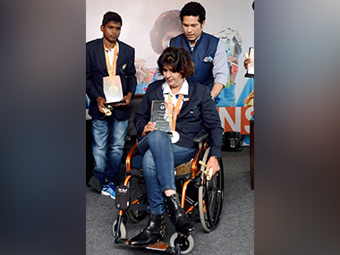 Cricketer Sachin Tendulkar with paralympic silver medalist Deepa Malik and gold medalist Mariyappan Thangavelu during a felecitation ceremony. PTI