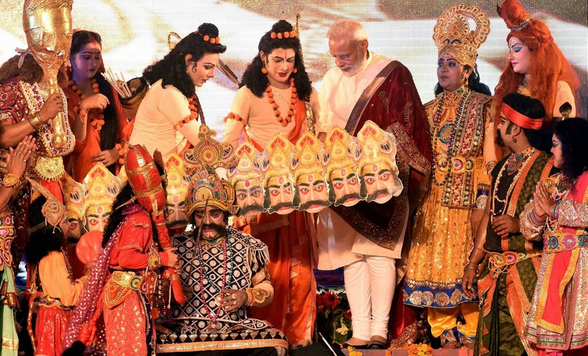 Lucknow: Prime Minister Narendra Modi interacts with the artists during Dussehra celebrations at Aishbagh Ram Leela in Lucknow, Uttar Pradesh on Tuesday. PTI Photo by Nand Kumar (PTI10_11_2016_000338B)