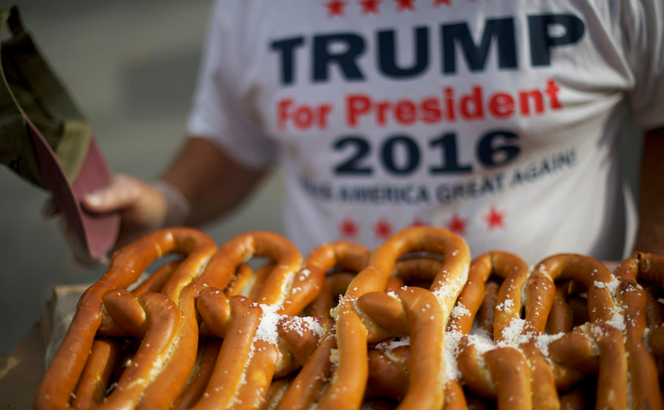 Robert Worthington sells soft pretzels to supporters waiting in line outside before Melania Trump, wife to the Republican presidential nominee Donald Trump, holds an event at Main Line Sports in Berwyn, Pennsylvania, U.S. November 3, 2016. REUTERS/Mark Makela