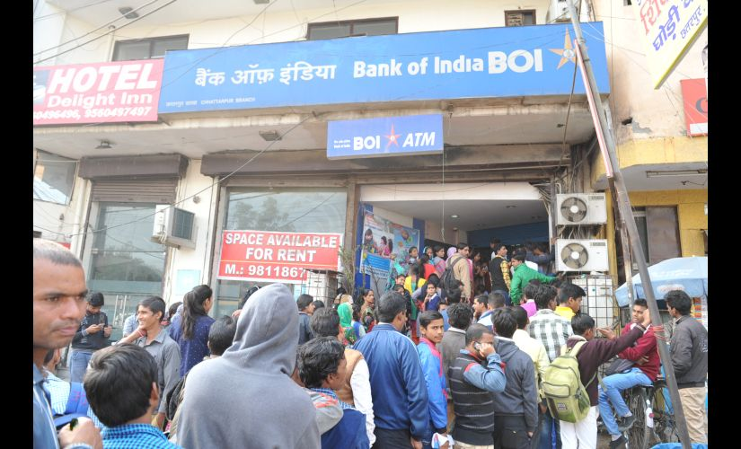Salary day amid note ban Banks start rationing to combat cash crunch pressure to escalate