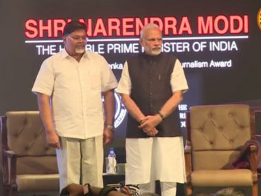Journalist refuses to accept Ramnath Goenka award from PM Narendra Modi