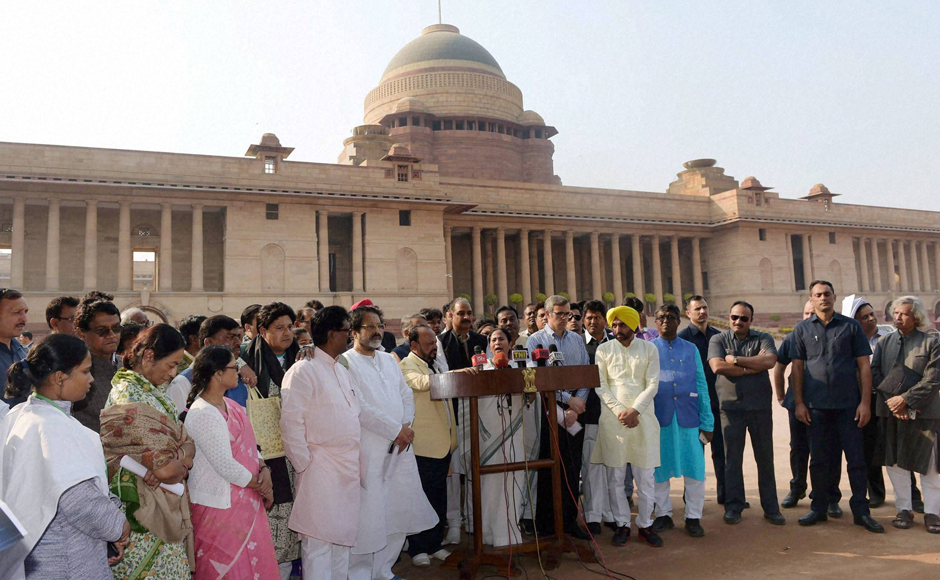 TMC Supremo and West Bengal Chief Minister Mamata Bannerjee along with National Conference leader Omar Abdullah, AAP MP Bhagwant Man and other MPs addressing the media following their meeting with President Pranab Mukherjee over demonetisation issue at Rashtrapati Bhavan in New Delhi on Wednesday. PTI Photo by Manvender Vashist (PTI11_16_2016_000247B)