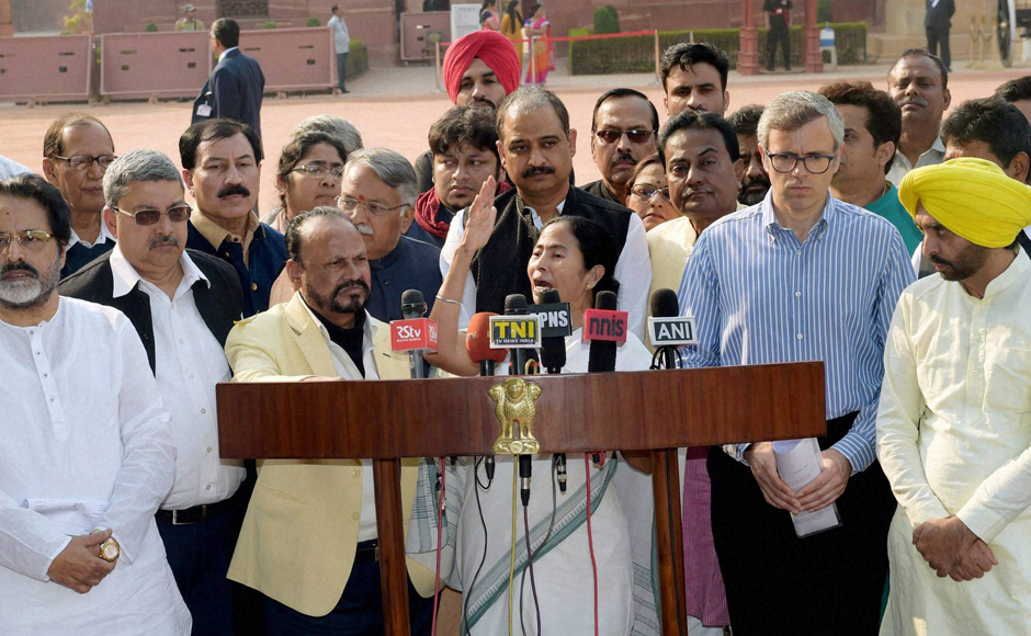 TMC Supremo and West Bengal Chief Minister Mamata Bannerjee along with National Conference leader Omar Abdullah, AAP MP Bhagwant Man and other MPs addressing the media after meeting with President Pranab Mukherjee over demonetisation issue at Rashtrapati Bhavan in New Delhi on Wednesday. PTI Photo by Manvender Vashist (PTI11_16_2016_000253B)