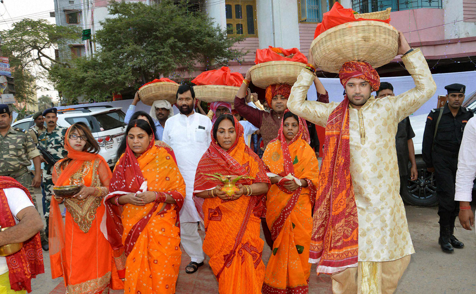 Lok Janshakti Party leader and MP Chirag Paswan carrying a basket with fruits for Chhath Puja in Patna with Union Minister Ramvilas Paswan and family members. PTI Photo(PTI11_6_2016_000140B)