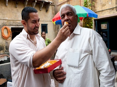 Aamir Khan and Mahavir Phogat on the sets of Dangal