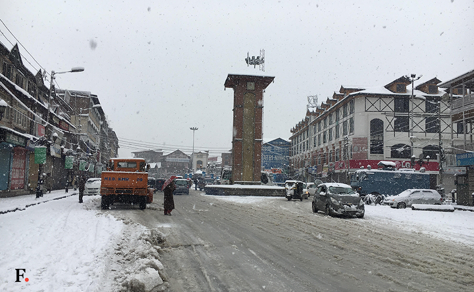 Srinagar shivers in bitter cold as heavy snowfall turns the city white
