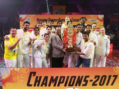 PBL 2017 Chennai Smashers prevail in thrilling final against Mumbai Rockers to lift title
