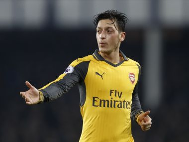 Arsenals Mesut Ozil wants clarity on Arsene Wengers future before signing new deal