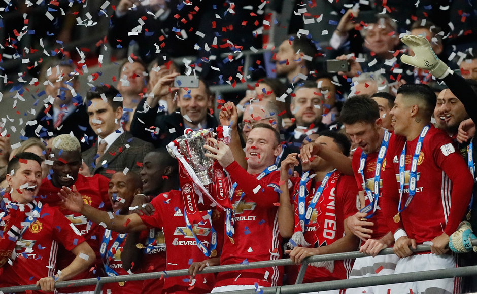 United's Wayne Rooney lifts the trophy after they won the English League Cup final soccer match between Manchester United and Southampton FC at Wembley stadium in London, Sunday, Feb. 26, 2017. (AP Photo/Kirsty Wigglesworth)