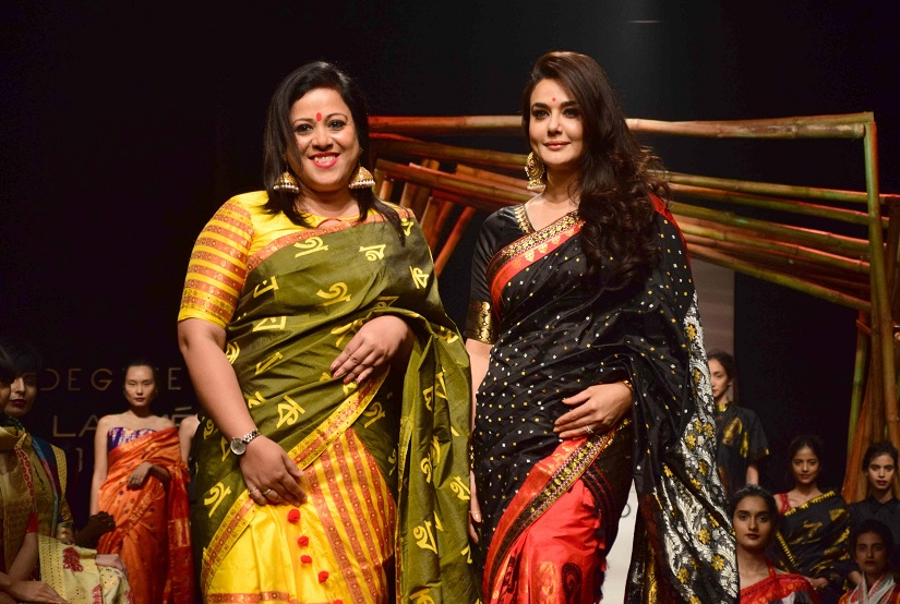 Fashion designer Sanjukta Dutta with Bollywood actor Preity Zinta during her show at the Lakme Fashion Week Summer/Resort 2017, in Mumbai, India on February 2, 2017.(Sanket Shinde/SOLARIS IMAGES)