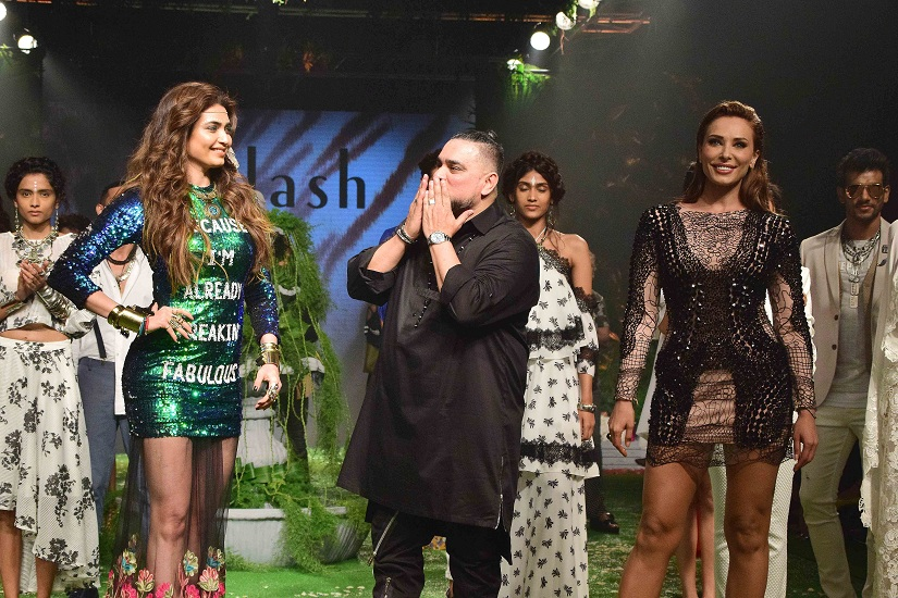 Bollywood actor Karishma Tanna and model Iulia Vantur displays the creation of fashion brand Splash during the Lakme Fashion Week Summer/Resort 2017, in Mumbai, India on February 3, 2017. (Sanket Shinde/SOLARIS IMAGES)