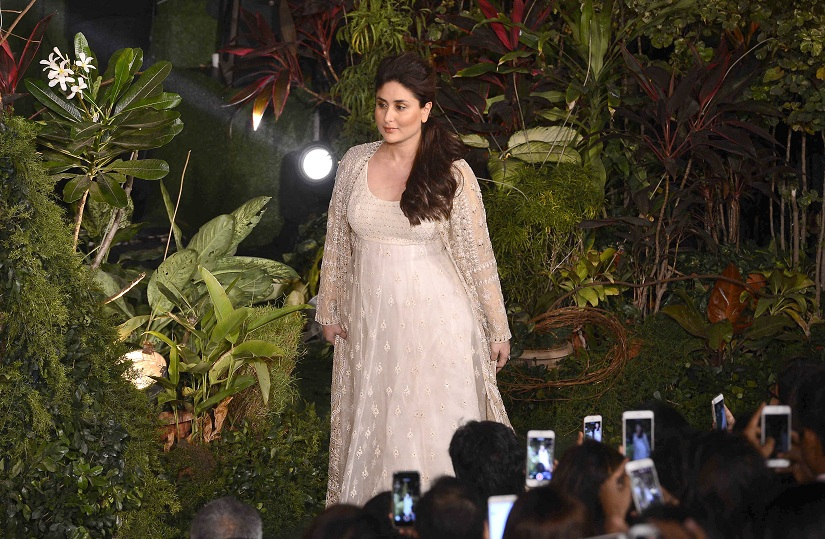 Bollywood actor Kareena Kapoor displays the creation of fashion designer Anita Dongre during the grand finale of the Lakme Fashion Week Summer/Resort 2017, in Mumbai, India on February 5, 2017.(Sanket Shinde/SOLARIS IMAGES)