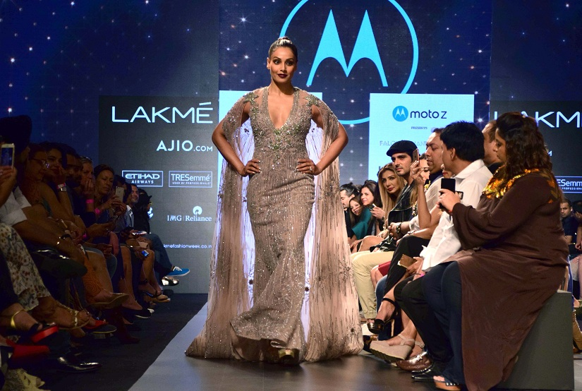 Bollywood actor Bipasha Basu displays the creation of fashion designers Falguni and Shane Peacock during the Lakme Fashion Week Summer/Resort 2017, in Mumbai, India on February 3, 2017. (Sanket Shinde/ SOLARIS IMAGES)