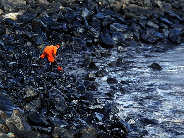 Chennai oil spill Sludgecleaning efforts move at snails pace as state depts pass buck to each other
