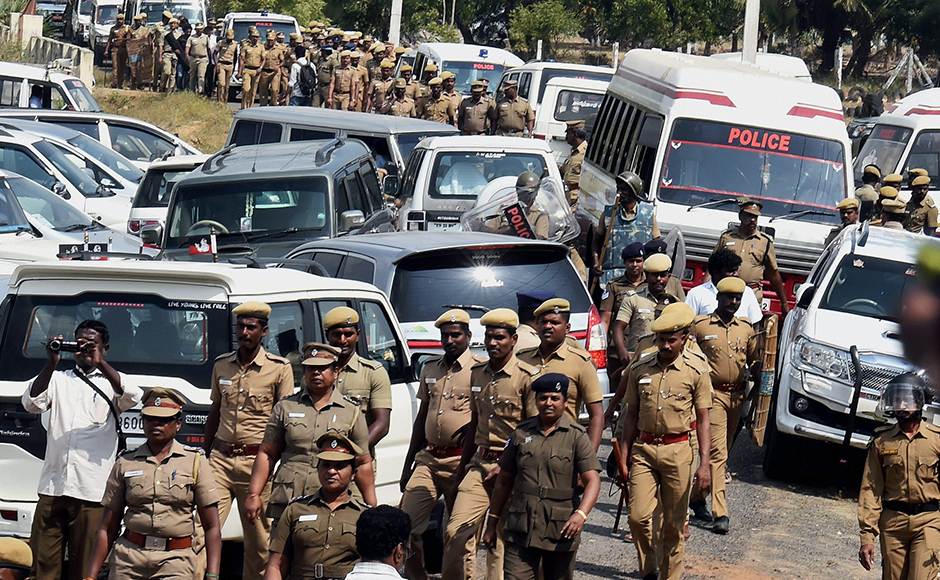 Supreme Court sentences Sasikala to four-year in jail in DA case; boost to Panneerselvam camp