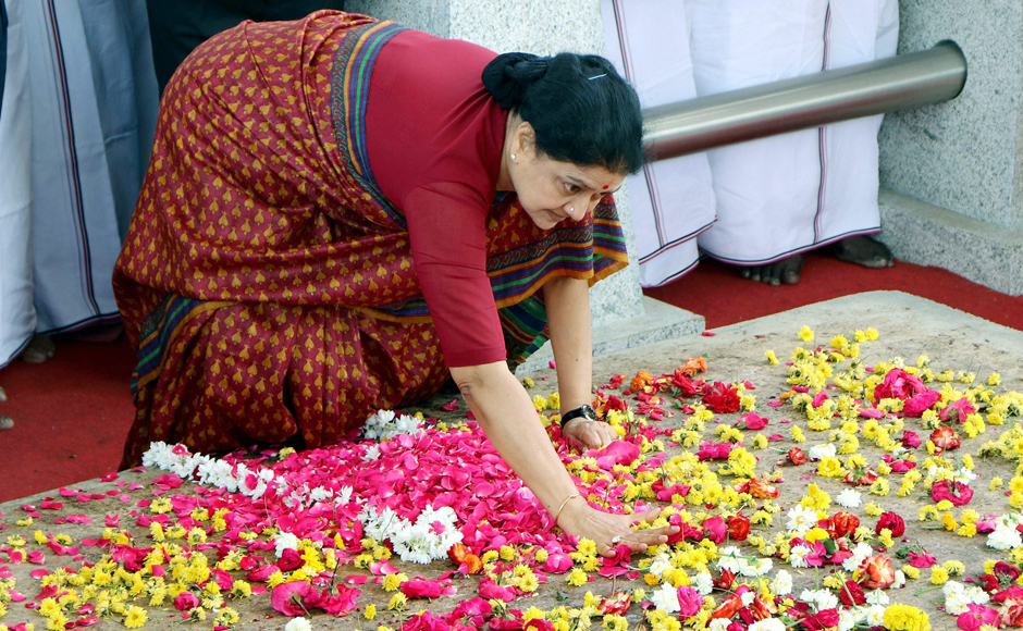 Sasikala's final hours before her surrender in Bengaluru court