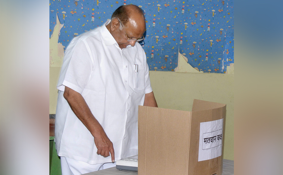 NCP Chief Sharad Pawar casting his vote for the Mumbai Corporation Election near Mahalakshmi Temple in South Mumbai on Tuesday. PTI Photo (PTI2_21_2017_000048B)