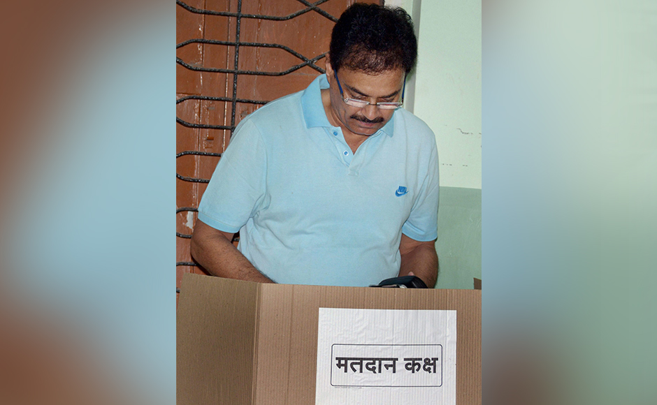 Former India Captain Dilip Vengsarkar casting his vote for Mumbai Corporation Election at Worli Sea Face in South Mumbai on Tuesday. PTI Photo (PTI2_21_2017_000049B)