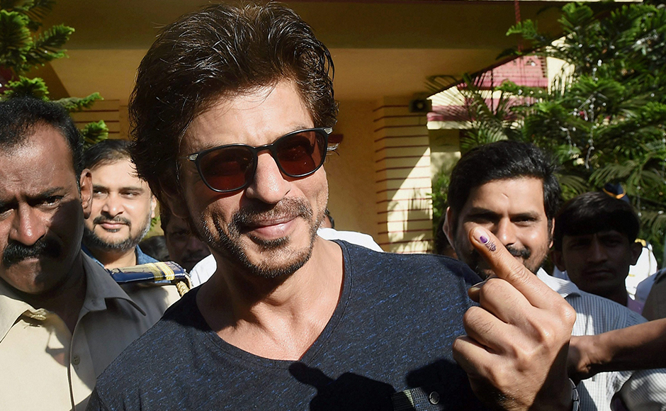Bollywood superstar Shahrukh Khan showing his ink marked finger after casting the vote for the Municipal Corporation election in Mumbai on Tuesday. PTI Photo by Mitesh Bhuvad(PTI2_21_2017_000171B)