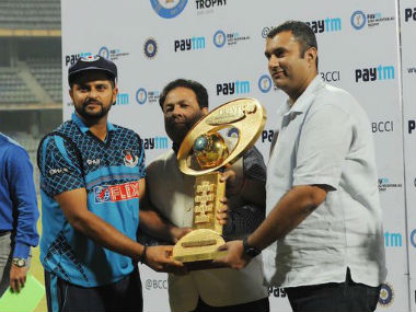 Suresh Raina will look to put his hands on the trophy again. Image Credit: Twitter: @Cricrajeshpk