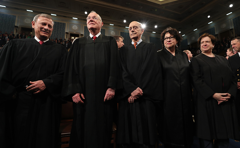 Chief Justice John Roberts (L) and Supreme Court Justices (2L-R) Anthony Kennedy, Stephen G. Breyer, Sonia Sotomayor and Elena Kagan arrive for US President Donald J. Trump's first address to a joint session of Congress from the floor of the House of Representatives in Washington, DC, USA, 28 February 2017. JIM LO SCALZO / POOL / AFP