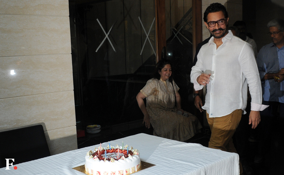 Aamir Khan celebrates his 52nd birthday with media and a big white cake