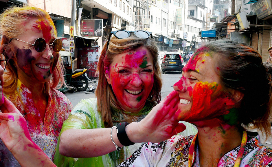 Young, old celebrate Holi, the festival of colours, in India