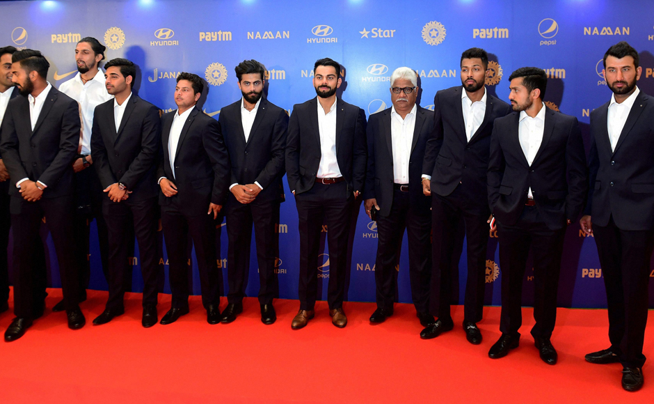 Cricketer Virat Kohli with team mates during the BCCI Annual awards in Bengaluru on Wednesday. PTI Photo by Shailendra Bhojak(PTI3_8_2017_000357B)