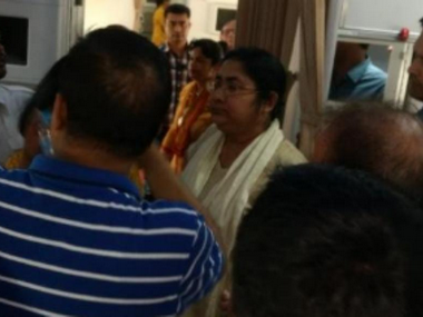 Trinamool MP Dola Sen arguing with Air India staff over seating arrangement. News18