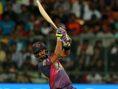 Manoj Tiwary struck an 11-ball 27 to guide Rising Pune Supergiant to a respectable 161/8. Sportzpics