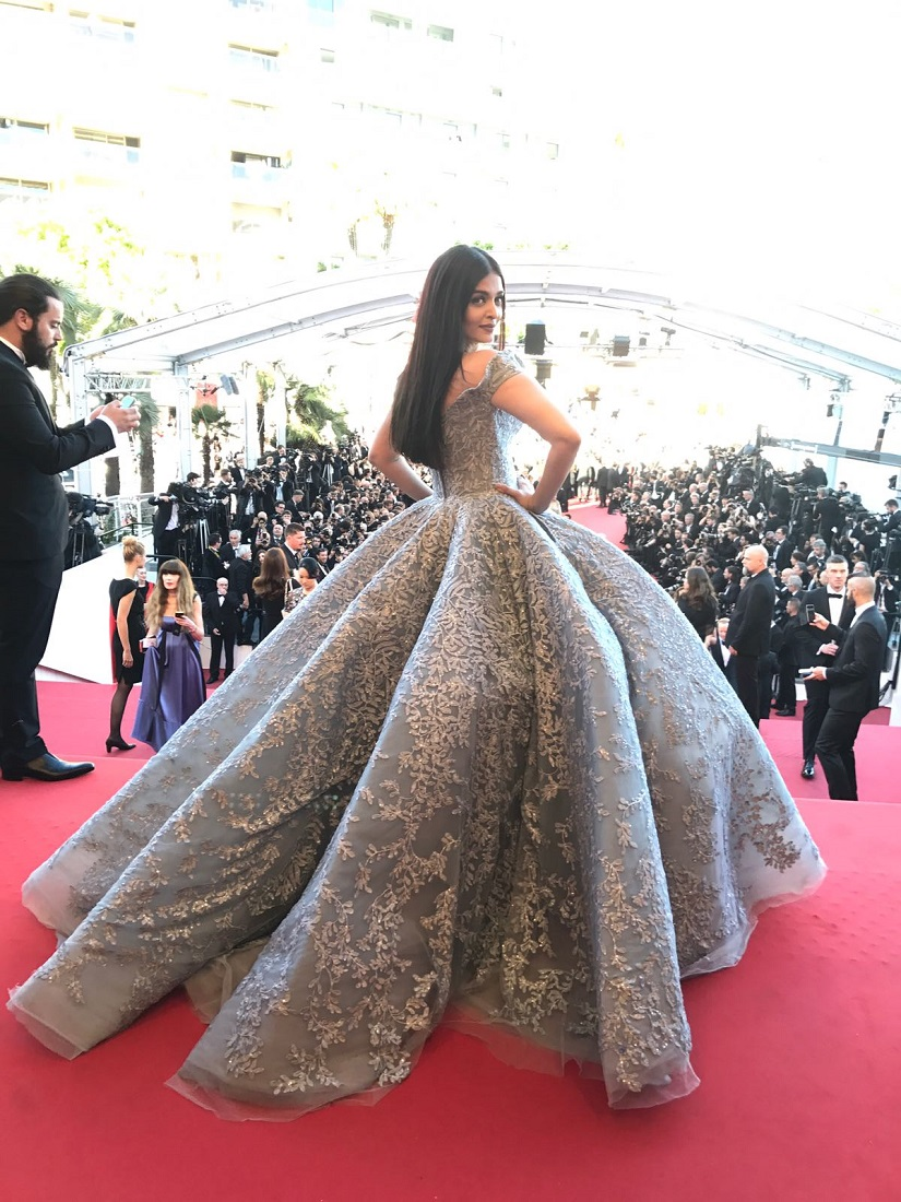 Aishwarya Rai Bachchan looks like a modern day princess on Day 3 of red carpet at Cannes Film Festival 2017 (5)