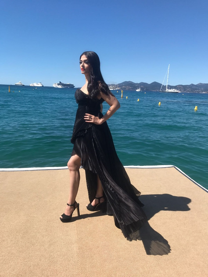Aishwarya Rai Bachchan looks ravishing on her 2nd Day at the Cannes Film Festival (2)