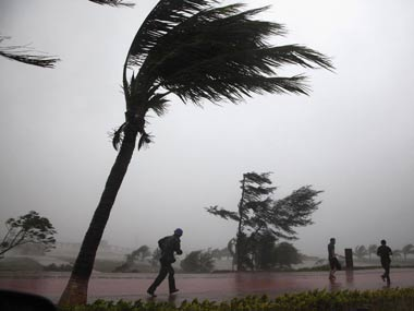 Cyclone Mora Storm makes landfall in Bangladesh six killed