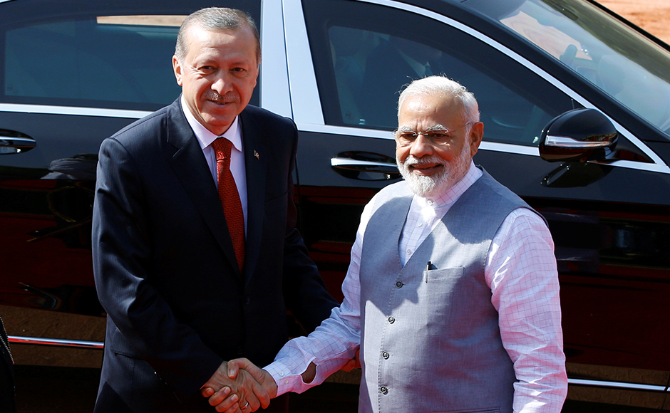 Turkish President Tayyip Erdogan shakes hands with India's Prime Minister Narendra Modi (R) during his ceremonial reception at the forecourt of India's Rashtrapati Bhavan presidential palace in New Delhi, India, May 1, 2017. REUTERS