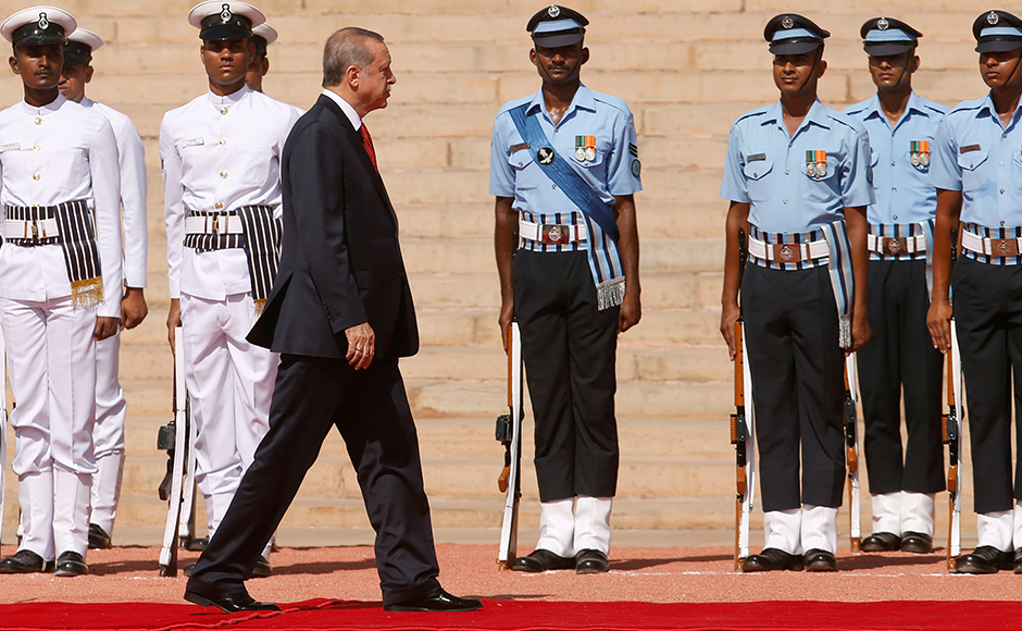 Turkish President Tayyip Erdogan inspects a guard of honour during his ceremonial reception at the forecourt of India's Rashtrapati Bhavan presidential palace in New Delhi, India, May 1, 2017. REUTERS