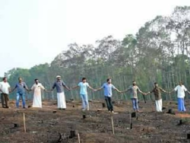 Residents of Kerala's Pangode village form a human chain to petition the state govt to act