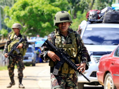Philippine troops battle Islamist militants as reports emerge of gunmen murdering civilians