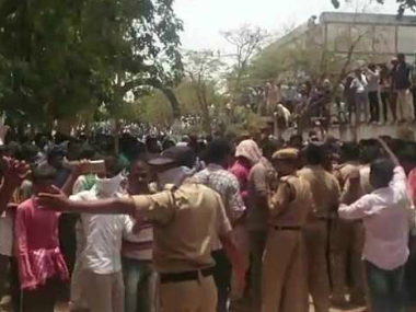 Telangana chilli farmers went on a rampage on 27 April. Image Courtesy: Youtube