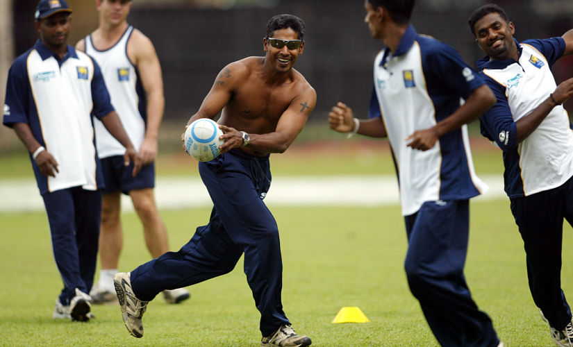 Sri Lankan players play rugby to warm-up during a training session in Colombo November 20, 2003, ahead of the second one-day international between England and Sri Lanka on Friday. Sri Lanka leads 1-0 in the three one-day internationals series between the two countries. Sri Lanka's Sanath Jayasuriya (L), Chaminda Vaas (3rd from R, facing the camera), Upul Chandana (2nd from R) and Muttiah Muralitharan (R). REUTERS/Arko Datta AD/ - RTRQMF6