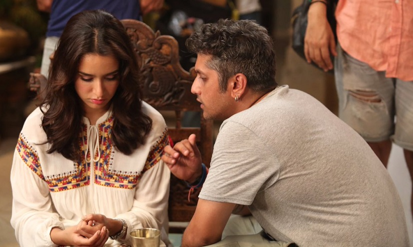 Mohit Suri directs Shraddha Kapoor on the sets of Half Girlfriend. Image via Twitter