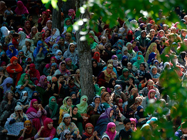 Hizbul commander Sabzar Bhats funeral draws hundreds in Kashmir people defy curfew amid massive security