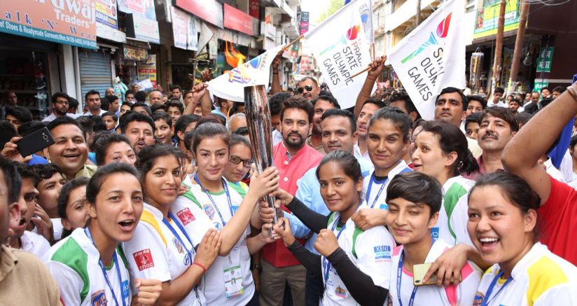 Anurag Thakur during the torch relay ahead of the State Olympics in Himachal Pradesh. Image courtesy: Twitter/@JeetegaHimachal