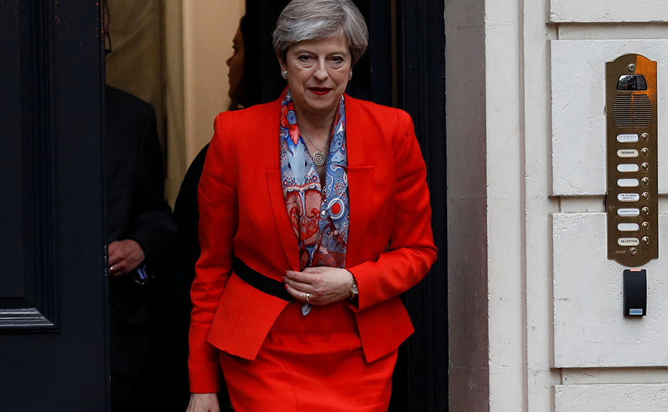 UK Election 2017: Conservatives fail to secure majority, but Theresa May could still become PM