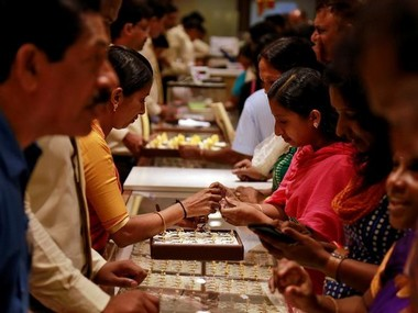 Gold prices surge Rs 300 to Rs 33870 per 10 gram in Delhi on fresh buying strong global trend
