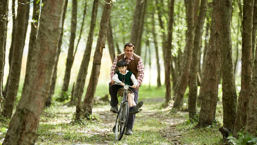 Salman Khan and Matin Rey Tangu in a still from Tubelight. Image via Twitter